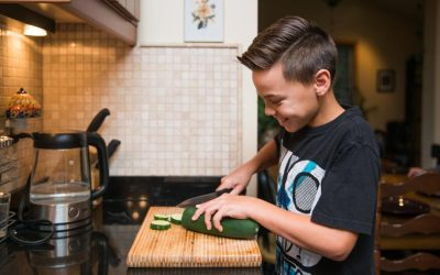 Kids cooking in the kitchen: skills and tasks by age groups